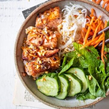 salmon vermicelli bowl