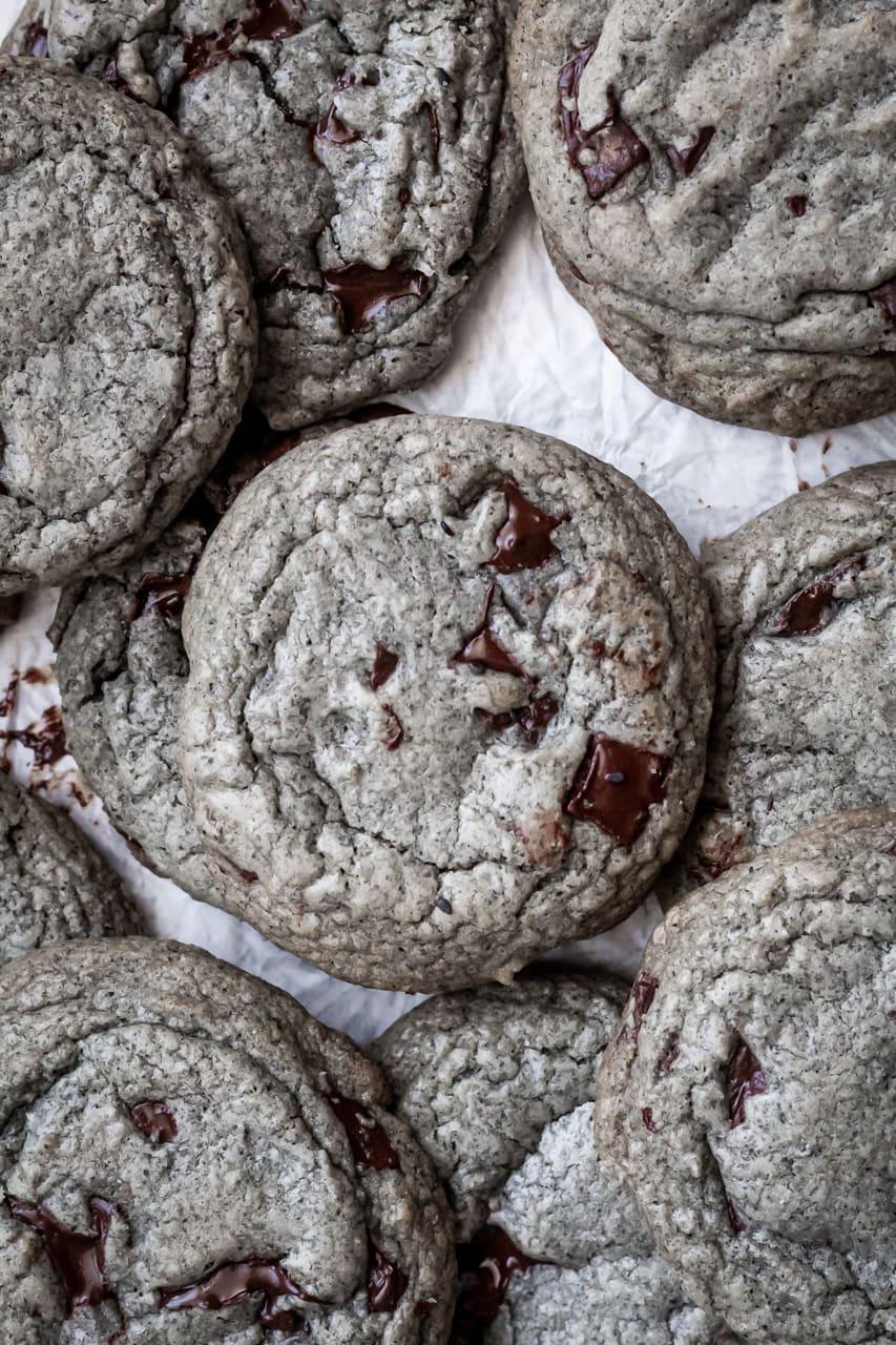 black sesame chocolate chip cookies